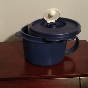 Tupperware Kitchen - New Tupperware soup mug and salt and pepper set